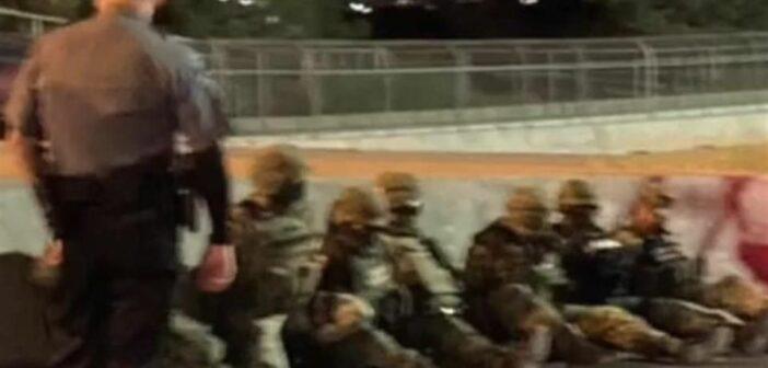 Detienen a militares mexicanos que cruzaron a EU; les decomisan armas vehículos y una dosis de marihuana