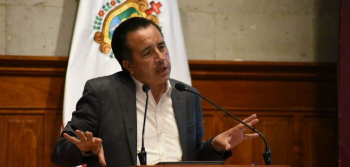 Con hospitales llenos y hasta en semáforo rojo, asegura Cuitláhuac que Veracruz retomará clases presenciales en agosto